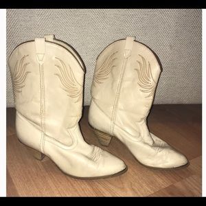 Vintage Ivory Leather Dingo brand cowboy boots